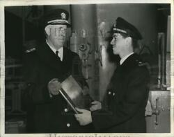 1944 Press Photo Lt. Charles P Sheppard Received Memorial Plaque For Sub Chaser