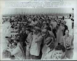 1962 Press Photo Newsmen And Official Observe Line At Undergroun Atmin Explosion