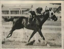 1936 Press Photo Indian Broom With His Jockey During The Race - Net31890