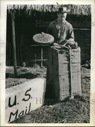 1943 Press Photo Corporal Wade Walter Packing Supplies For American Troops