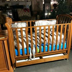 Bellini Crib And Changing Table With Complete Baby Linen. Excellent Condition.