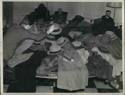 1940 Press Photo Coats And Hats Of Reporters At The White House