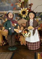 2021 Byers Choice Woman W/pie And Man W/breads Set Of 2 Carolers Baking Cooking