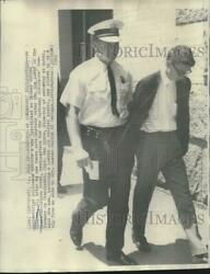 1968 Press Photo Thomas Andrew Mckeown Escorted By Police From Ohio Hotel