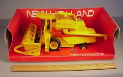 New Holland Tractor Tr85 Combine 132 Scale Farm Toy In Display Box 1982
