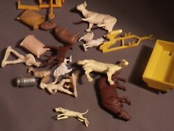 Marx Farm Lot Fb 19 Pieces Animals Figures, And Accessories