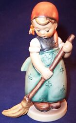 Hummel Goebel Little Sweeper Girl Figurine 171 Tmk3