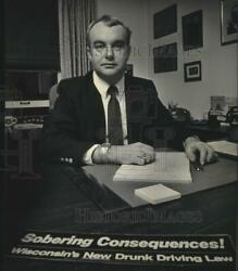 1985 Press Photo Thomas Winslow, Milwaukee Police Chief In His Office