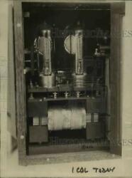 1924 Press Photo Dr Louis Schmidt Operates With Radio Knife In Chicago Hospital