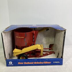 Ertl New Holland Feed Grinder Mixer Diecast And Plastic 3039 Year 2000