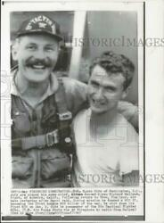 1967 Press Photo Colonel Robin Olds And Airman Richard Wallace In Thailand