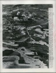 1949 Press Photo Winthrop Mo Flood Waters Isolated This Farm And Created Icy