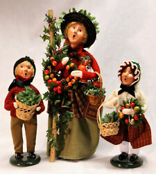 Byers Choice Holiday Greens Family Boy Girl And Cry Mom Carolers - Free Shipping