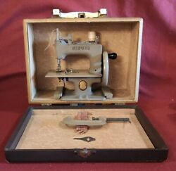 Nice Old Toy Sewing Machine Singer With Bag-box