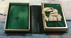 Retired Deptartment Dept 56 Snowbabies I Love You Ornament With Book Box B9