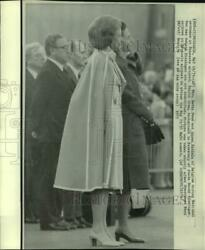 1975 Press Photo Mrs. Betty Ford, Queen Fabiola, And Others At Brussels Airport
