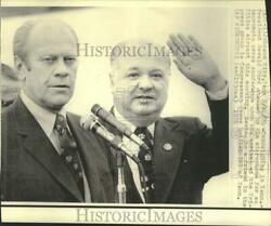 1976 Press Photo President Ford And James Quillen At Airport News Conference