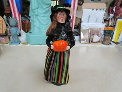 2021 Byers Choice Halloween Witch With Pumpkin Caroler New