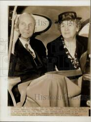 1946 Press Photo Henry Ford And Wife Look On The Mooring Mast At Ford Airport