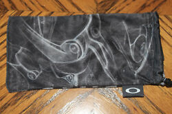 New Oakley Lens Cleaner Black Soft Pouch Cleaning Cloth with Lens Pocket $17.19
