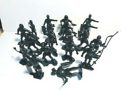 Marx 1950/60and039s Style Recast Noble Knights In Black.