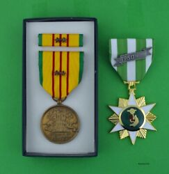 Vietnam Campaign Medal And Gi Issue Vietnam Service Medal Set 2 Campaign Stars