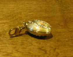 Kubla Crafts 3275 Sea Shell Charm W/ Clasp 1 Wide New/box From Retail Store