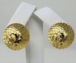 18 Kt Yellow Gold Pair Of Button Feather Leaf Texture Omega Back Earrings B0176