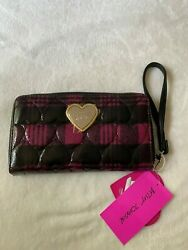 Betsey Johnson Zia Heart Quilted Plaid Zip Around Wristlet Women#x27;s Wallet NWT $25.00