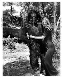 Bionic Woman 8x10 Photo 201-12 Lindsay Wagner And Ted Cassidy As Bigfoot