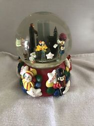 2001 Thanksgiving's Day Parade Snow Globe Twin Towers 75th Anniversary