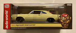 Autoworld 1969 1/2 Plymouth Road Runner Yellow Looney Tunes 1/18 American Muscle