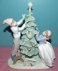 Large Lladro Christmas Figurine 5897 Trimming The Tree, Boy And Girl