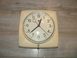 Vintage General Electric Model 2h20 Ge Wall Clock In Working Condition