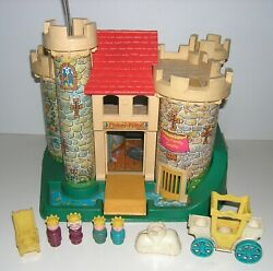 Vintage Fisher Price Little People 1974 Play Family Castle 993 W/ King Queen