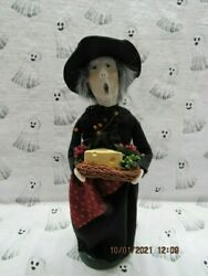 Byers Choice 2019 Halloween Witch With Cheese And Fruit Tray🎃🎃🎃🎃🎃new