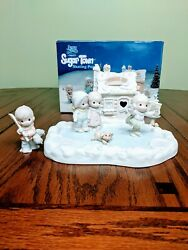 Precious Moments Sugar Town Skating Pond - 7 Piece Collectorand039s Set Pre-owned