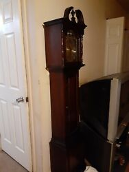 Tempus Fugit Grandmother Clock. S/n - 7214049 Colonial Manufacturing Co.mich.