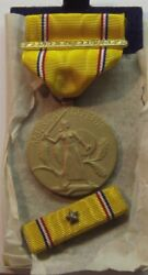 Vintage 1945 Ww Ii American Defense Medal Foreign Service Bar With Star In Box