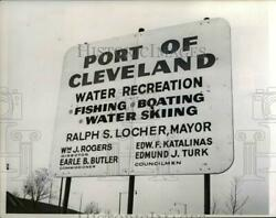1965 Press Photo Lakefront Sign Port Of Cleveland - Nee21936