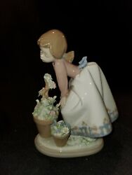 Antique Lladro Pretty Posies 5548 1989 A Girl With Flowers- Spain