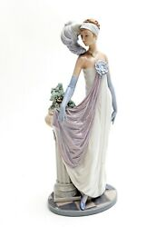 Lladro Figurines Collectibles 14 Inches Tall Beautiful Detail Beauiful Faceandnbsp