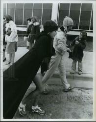 1979 Press Photo Runners Of Houston Marathon Warm Up With Hats And Coats