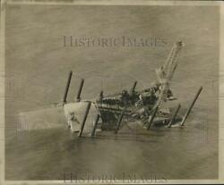 1959 Press Photo Oil Drilling Rig Sinking Under Water - Noc01120