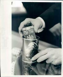 Undated Press Photo Nyc Pall Mall Cigarettes In Gift Can - Rkf19099