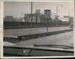 1958 Press Photo Second Sign To West 28 Cut Off - Nef36241