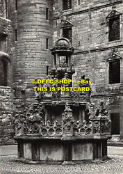 L091707 Linlithgow Palace. James V Fountain After Restoration. Crown. Ministry O