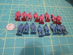 Rare Lot Of 16 Vintage Toy Football Or Rubgy Players Lead From 30and039s Or 40and039s