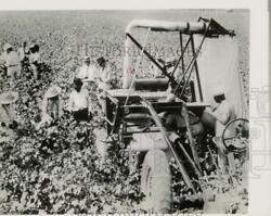 1937 Press Photo Officers Inspect The Rust Cotton Picker By John And Mack Rust