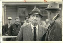 1984 Press Photo Police Chief Thomas Sardino At Fire Scene With On Lookers